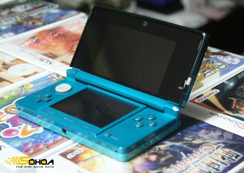 3DS là máy chơi game cầm tay đầu tiên được trang bị màn hình 3D không cần  kính. Ảnh: Tuấn Anh.